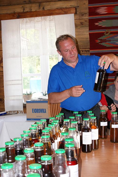 c.d.  warsztatów – konserwowanie mat zielarskiego za pomocą roztworu alkoholu etylowego